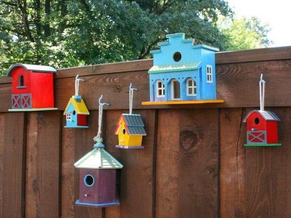 Как украсить забор в саду